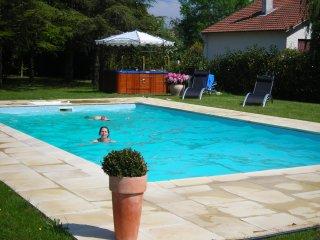 B and B à St Brévin les Pins. Chambres d'hôtes La Mamora, piscine chauffée, spa - Saint-Brevin-les-Pins vacation rentals