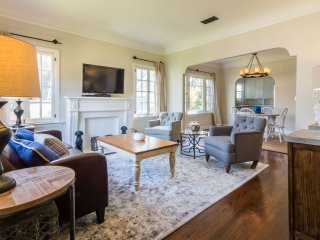 Stylish 3 Bedroom Apartment in Hollywood - Los Angeles vacation rentals