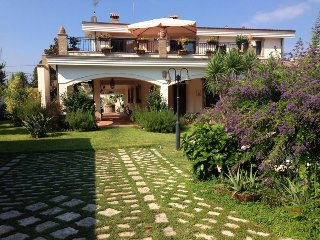 Lovely 6 bedroom Palmi House with Internet Access - Palmi vacation rentals