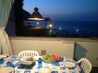 Vivi Marettimo con veranda vista mare - Marettimo vacation rentals
