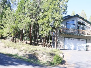 Sierra Mountain Cabin, Near Pinecrest Lake and Dodge Ridge Ski Area - Cold Springs vacation rentals