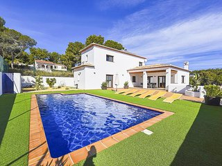 Beautiful 4 bedroom Villa in La Llobella with Television - La Llobella vacation rentals