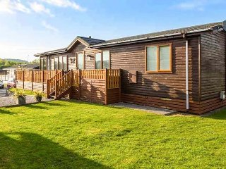 THE HIDING PLACE, on-site facilities including pool, dog-friendly, en-suite, detached lodge in South Lakeland Leisure Village, Ref. 917272 - Tewitfield vacation rentals