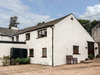 PEMBROKE COTTAGE, semi-detached, pet-friendly, shared garden, nr Keswick, Ref 949626 - Keswick vacation rentals