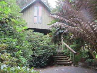 Efil Doog Garden of Art ecoPark - Artist Chalet - Upper Hutt vacation rentals