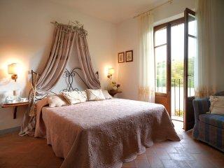 La Canonica - Apt. Canonica n.5 - Certaldo vacation rentals