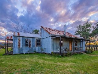 Lovely Cottage with Internet Access and A/C - Broke vacation rentals