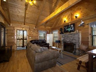 Almost Heaven - Jacuzzi - WiFi - Wood Fireplace - - Gatlinburg vacation rentals