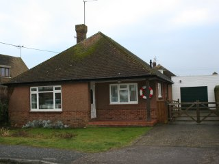 3 bedroom bungalow near the sea - Pevensey Bay vacation rentals