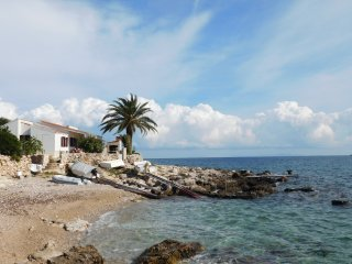 3 bedroom House with Television in Vis - Vis vacation rentals