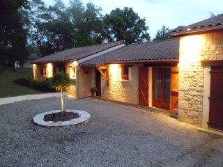 Grande Villa avec piscine et jardin - Sarliac-sur-l'Isle vacation rentals