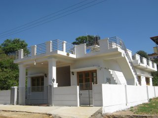 Bright 3 bedroom Madikeri House with Television - Madikeri vacation rentals