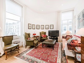 Bright & lovely 2bd flat in Chelsea - London vacation rentals