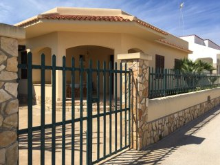Bright 3 bedroom Triscina Villa with Satellite Or Cable TV - Triscina vacation rentals