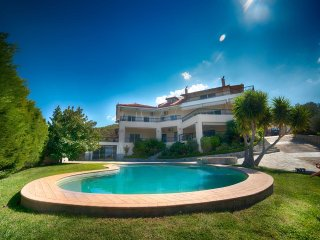 Villa Oneiro with pool in Loutraki sleeps up to 20 persons - Isthmia vacation rentals