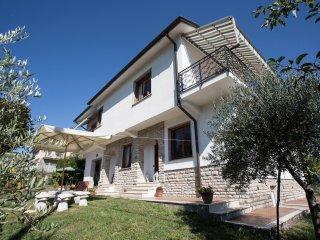 3 bedroom Villa with Internet Access in Ricco del Golfo di Spezia - Ricco del Golfo di Spezia vacation rentals