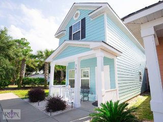 Newly remodeled townhome, new appliances & furniture, great loc, walk to beach! - Myrtle Beach vacation rentals