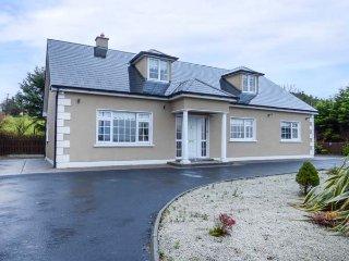RIVER VIEW six bedroom detached house, en-suites, solid fuel stove, Belmullet, Ref 946981 - Belmullet vacation rentals
