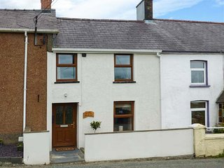 BANK HOUSE, quaint cottage, woodburner, dishwasher, enclosed garden, in - Clydey vacation rentals