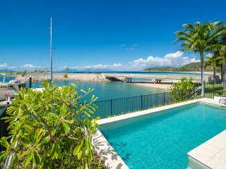 Beautiful Nelly Bay vacation Apartment with Private Outdoor Pool - Nelly Bay vacation rentals
