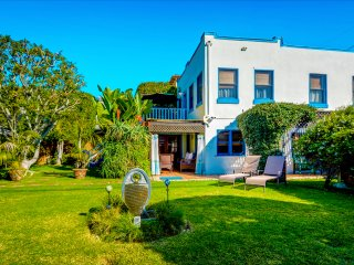 Venice Beach Oceanside Retreat~ Steps to Beach! Gated Yard, BBQ, Parking, Cabana - Los Angeles vacation rentals