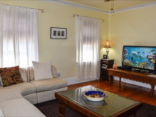 Venice Beach Sunny Garden~ Steps to Beach, Parking, Gated Yard, BBQ, Sun Deck - Los Angeles vacation rentals