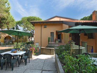Comfortable Apartment in Rosolina with A/C, sleeps 6 - Rosolina vacation rentals