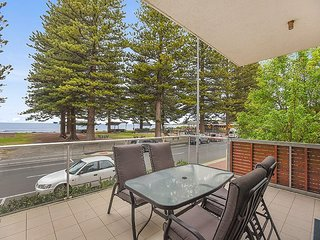 Unwind * 'Breeze' Beachfront Apartment no 1 - Victor Harbor - Victor Harbor vacation rentals