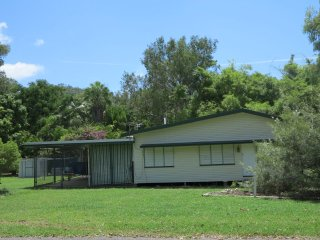 3 bedroom House with Television in Picnic Bay - Picnic Bay vacation rentals