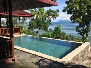 Villa Robinson on the beach (Manado Bunaken) - Tanahwangko vacation rentals