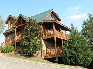 Gorgeous 4 bedroom Cabin in Pigeon Forge - Pigeon Forge vacation rentals