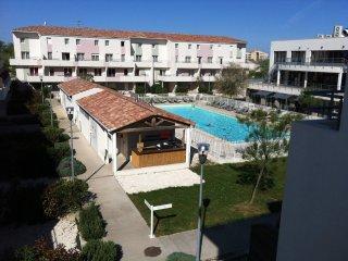 F3 50 m2 duplex terrasse dans résidence de tourisme3* avec piscine, plage - Port Camargue vacation rentals