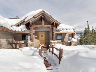 Spacious chalet w/ hot tub, home theater, & beautiful views - dogs welcome! - Fraser vacation rentals