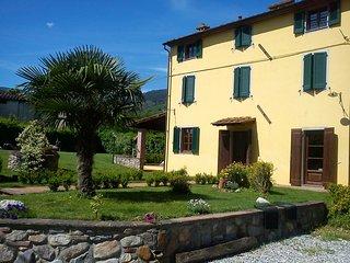Bright 6 bedroom House in Colle di Compito with Deck - Colle di Compito vacation rentals