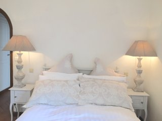 Antibes Centre Ville -  Large 3 Bed - Antibes vacation rentals