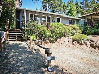 GRAY WHALE~MCA# 935~Charming home great for a small family and pet friendly! - Manzanita vacation rentals
