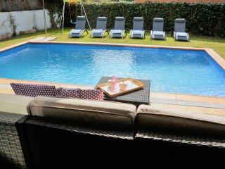 Villa La Gavina Sitges. 3 minutes centre. Vue sur Mer. Zones exterieures extra. - Sitges vacation rentals