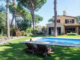 Spacious 5 bedroom Villa in Mont-ras - Mont-ras vacation rentals