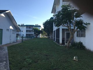 Cozy 3 bedroom condo with parking - Sunrise vacation rentals