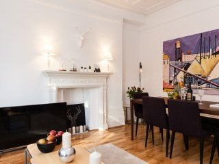NEW!!! LUXURY! HUGE! 2BED! COVENT GARDEN 3min subway/1 min Harry Potter theater - London vacation rentals