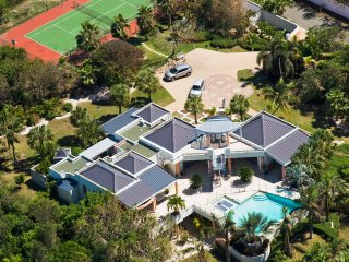 BLUE PALM... WOW!! Fabulous contemporary 5BR villa just 100 steps to beautiful - Plum Bay vacation rentals
