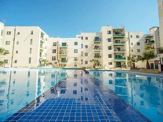 Modern Penthouse Large Terrace communal Pool Wi-fi - Bugibba vacation rentals