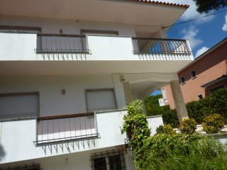 Ligh appartment in Sunny Villa with pool - Estoril vacation rentals