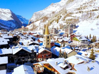 Beautiful 2 bedroom Val-d'Isère Apartment with Internet Access - Val-d'Isère vacation rentals