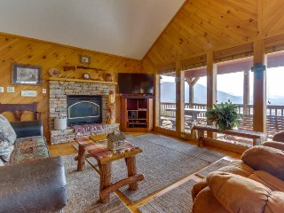 Log cabin w/ sweeping Smoky Mountain views, a hot tub, and more! - Sevierville vacation rentals