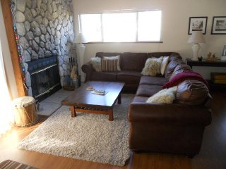 Rustic retreat near skiing w/ fireplace & shared hot tub access! - Mammoth Lakes vacation rentals