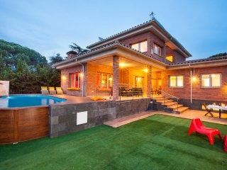 Villa 15´ from beach, near Barcelona, Pool, BBQ - Llinars del Vallès vacation rentals