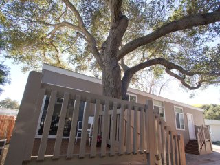 Cozy 2 bedroom House in Oak View with Internet Access - Oak View vacation rentals
