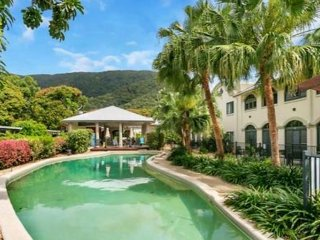MANGO LAGOON, PALM COVE - Spacious 1 br, direct pool access - Palm Cove vacation rentals