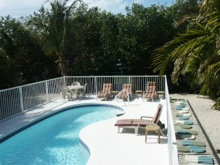 Walk to Sombrero Beach, pool, hot tub, Tarpon fishing off dock, 3 bedroom house - Marathon vacation rentals